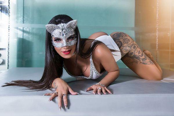 Sexy Brazilian Shemale Escort