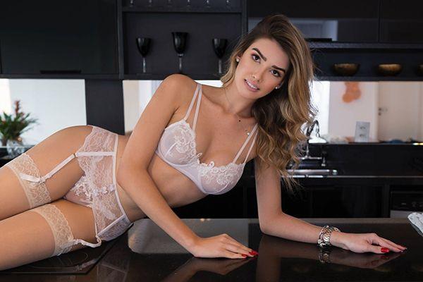 Sexy Teen TS Escort Paula Borges