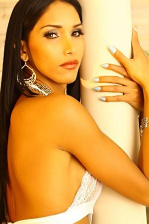 Glamorous Shemale T-Girl Camila Scherzinger