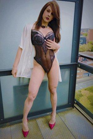 Striptease Transvestite Escort Girl