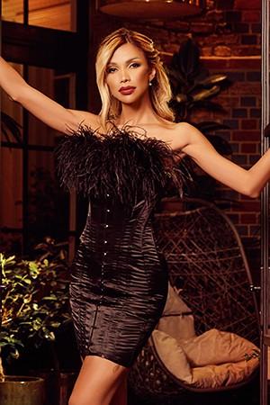 Tall Blonde Tranny TS Amanda Lima
